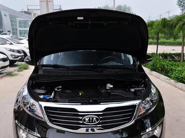 东风悦达起亚  GLS 2.0L 手动 发动机局部特写