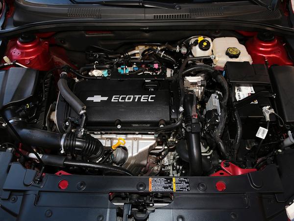 雪佛兰  掀背版 1.6T 自动 发动机主体特写