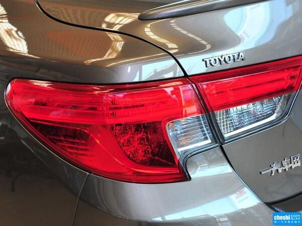 一汽丰田  2.5V 自动 车辆左后大灯正视角