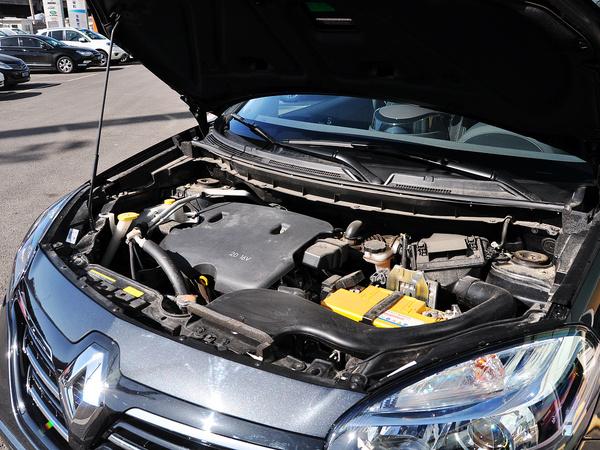 雷诺  2.0L CVT 发动机主体特写