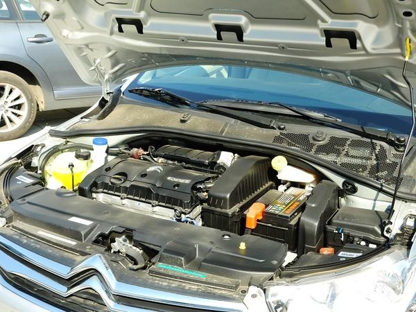 东风雪铁龙  1.6L 手动 发动机主体特写