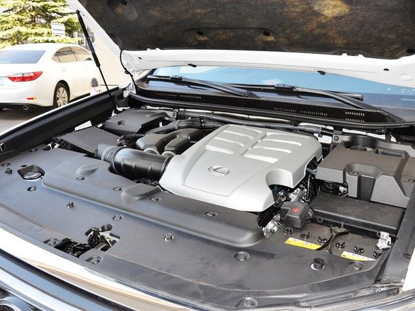 雷克萨斯  400 4.0L 自动 发动机主体特写