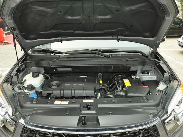 双龙汽车  2.0L 自动 发动机局部特写