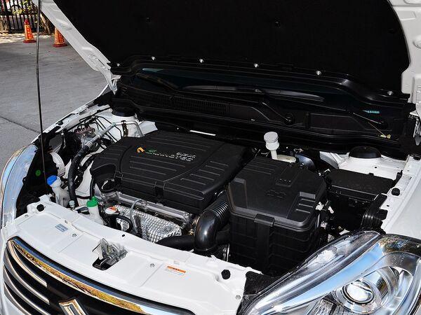 长安铃木  1.6L CVT 发动机主体特写