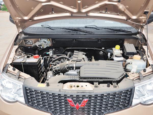 上汽通用五菱  1.5L 发动机局部特写