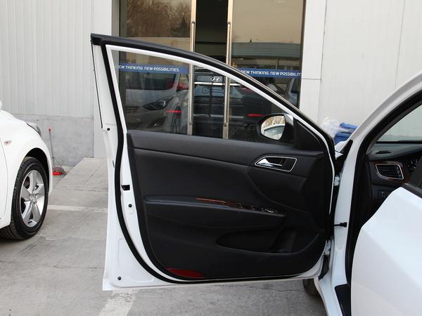 北京现代  1.8L 自动 左前车门正视图