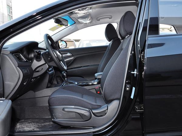 北京现代  1.8L 手动 驾驶席座椅正视图