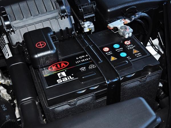 东风悦达起亚  2.0L AT 蓄电池特写
