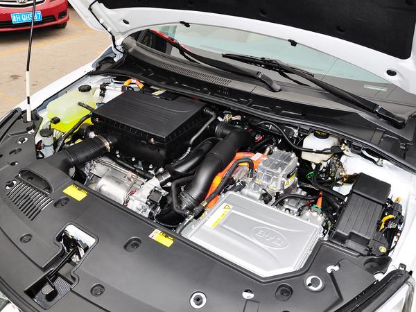 比亚迪  1.5T DCT 发动机主体特写
