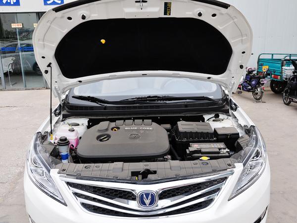 长安乘用车  1.6L 自动 发动机局部特写
