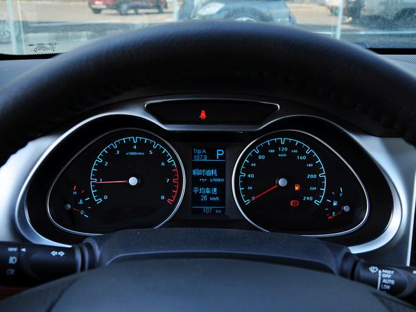 一汽海马  2.0L 自动 方向盘后方仪表盘