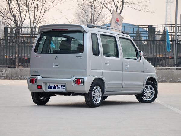 昌河铃木  全能版 1.4L 手动 车辆右侧尾部视角