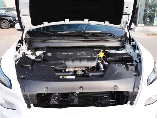 Jeep  2.4L 自动 发动机局部特写