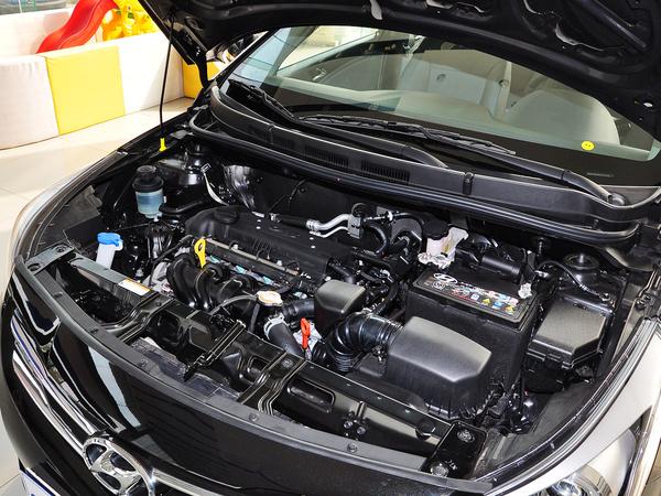 北京现代  三厢 1.4L 自动 发动机主体特写