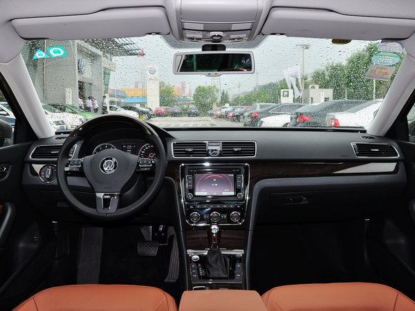 上海大众  3.0L V6 DSG 中控台整体