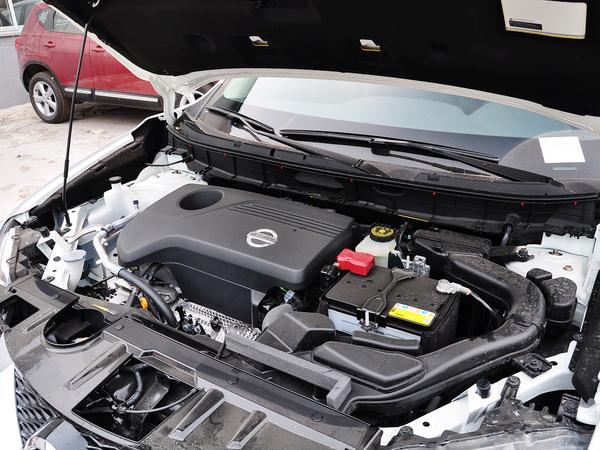 东风日产  2.5L XL CVT 发动机主体特写