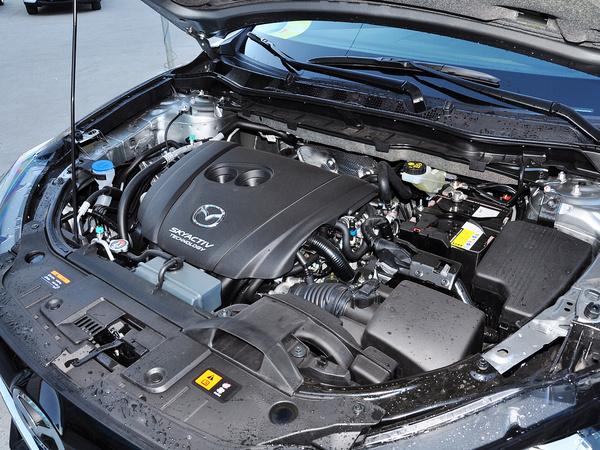 长安马自达  2.0L 自动 发动机主体特写
