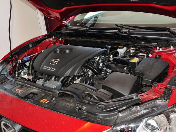 一汽马自达  2.0L 自动 发动机主体特写