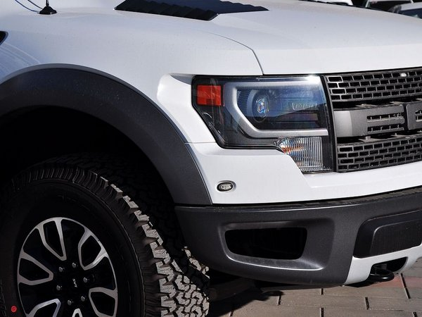 福特(进口)  SVT 车辆右前大灯45度视角