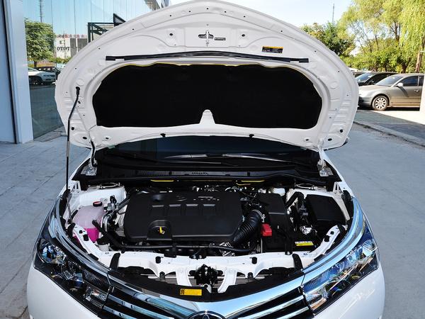 一汽丰田  1.6L CVT 发动机局部特写
