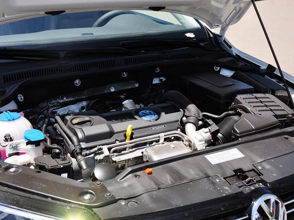 一汽-大众  改款 1.4T 自动 发动机主体特写