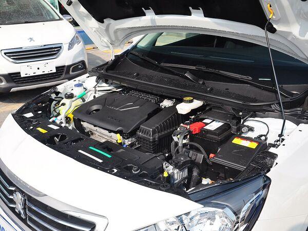 东风标致  1.8L 自动 车辆发动机舱整体