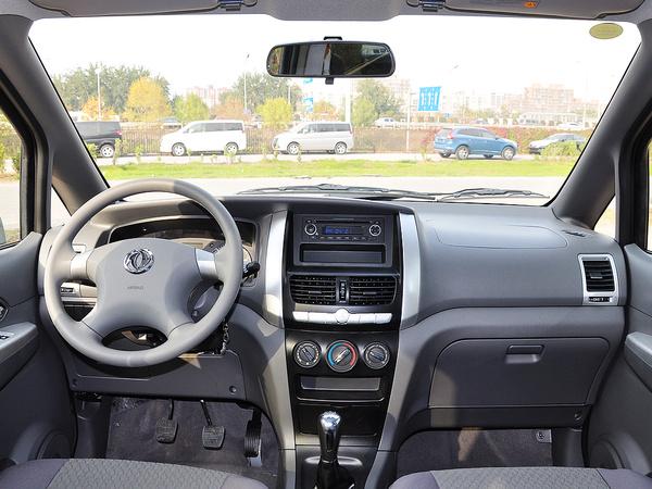 东风汽车  1.6L 手动 中控台整体
