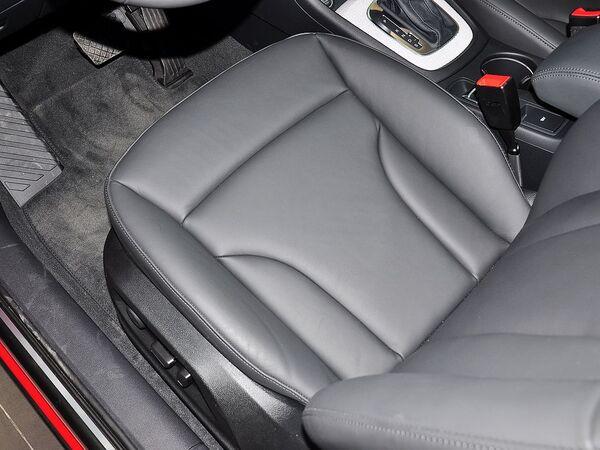 奥迪(进口)  40 TFSI 驾驶席坐垫特写