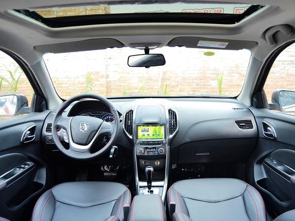 宝骏汽车  CROSS 1.5L 自动 中控台整体