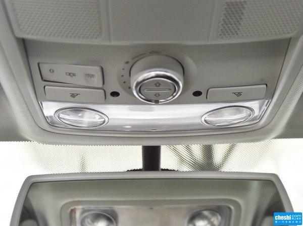 上汽大众  1.8TSI 自动 前排车顶中央特写