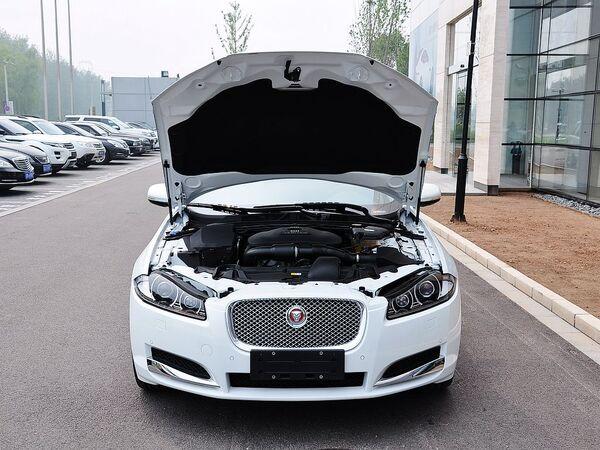 捷豹  2.0T 自动 车辆发动机舱整体