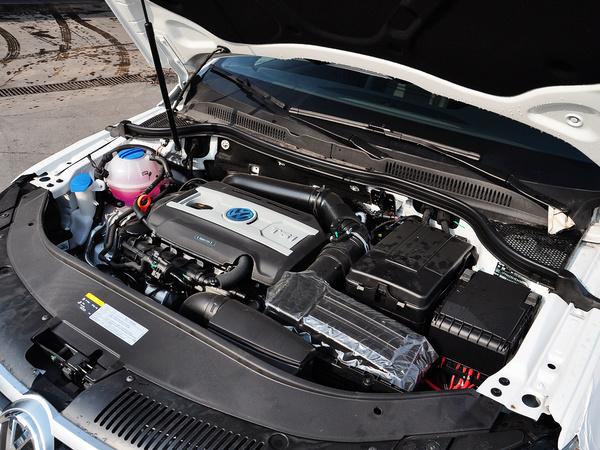 一汽-大众  2.0TSI 发动机主体特写