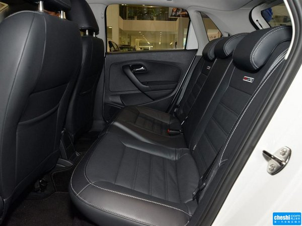 上汽大众  1.6L 自动 第二排座椅45度视角