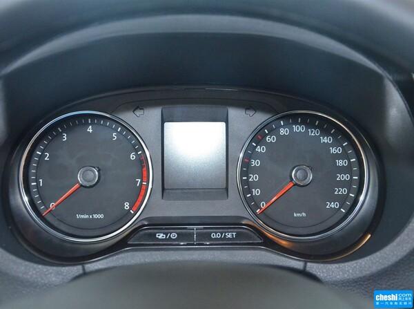 上汽大众  1.6L 自动 方向盘后方仪表盘