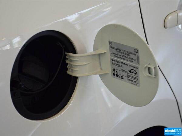 上汽大众  1.6L 自动 燃油标识