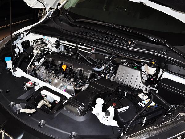广汽本田  1.8L CVT 发动机主体特写