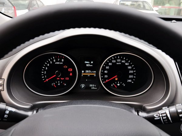 东风悦达起亚  2.0L 自动 方向盘后方仪表盘