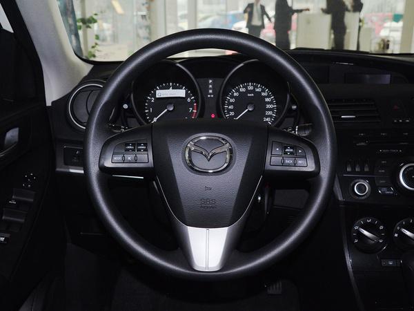 长安马自达  三厢1.6L 自动 方向盘