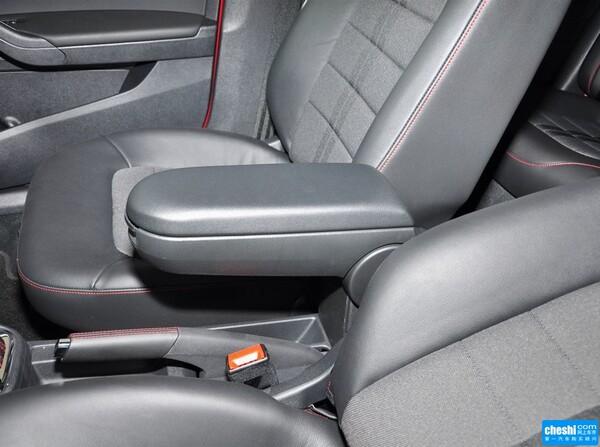 一汽-大众  1.4TSI 自动 前排座椅中央中间