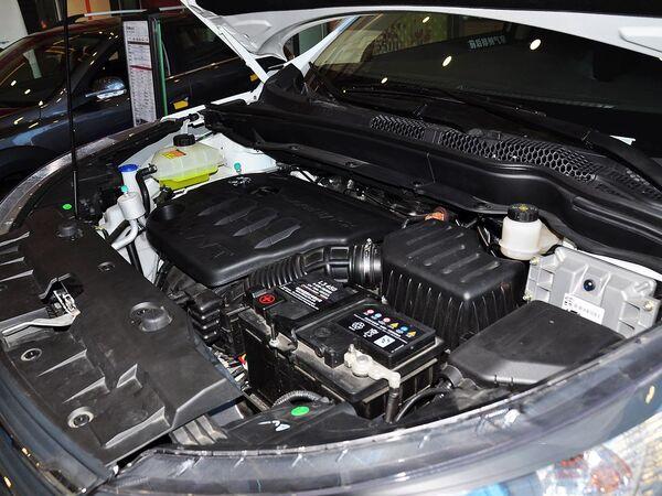 东风风神  2.0L 自动 发动机主体特写