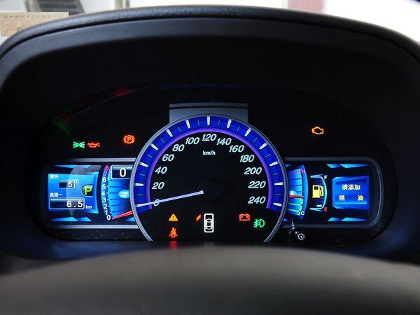 比亚迪  2.0T 自动 方向盘后方仪表盘