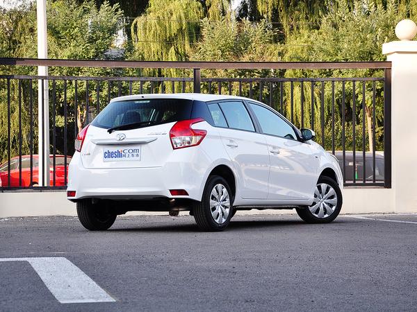 广汽丰田  1.5E 自动 车辆右侧尾部视角