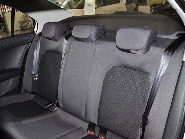 上汽大众  1.4L 自动 第二排座椅45度视角