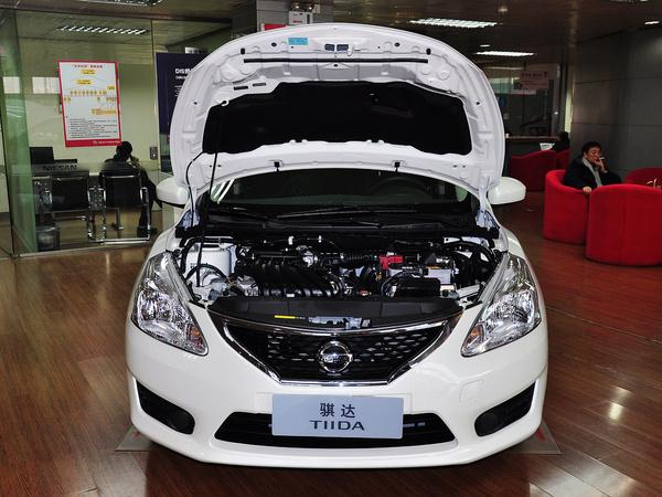 东风日产  1.6L CVT 车辆发动机舱整体