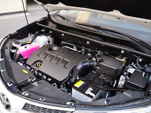 一汽丰田  2.0L CVT 发动机主体特写