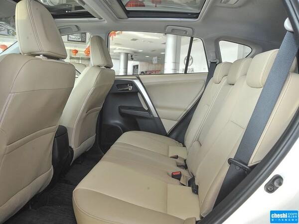 一汽丰田  2.5L 自动 第二排座椅45度视角