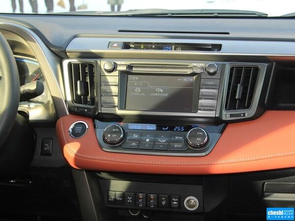 一汽丰田  2.5L 自动 中控台左侧