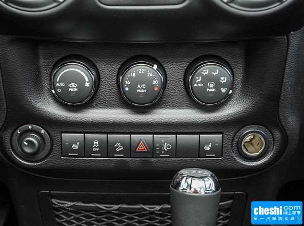Jeep  3.6L 自动 中控台下方特写