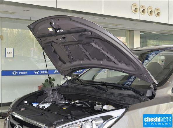 北京现代  2.0L 自动 发动机舱