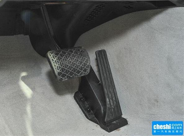 奔驰(进口)  CLS 320 油门脚踏板特写